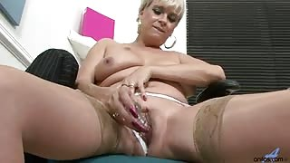 Dimonte with her sexy thick British accent talks with clients as she works herself up, you can hear the pussy juice as she vigorously masturbates.