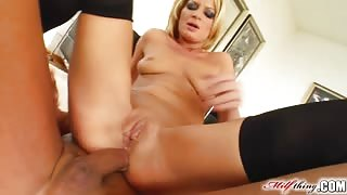 Milf Thing Divorcee MILF partaking in ass to mouth action
