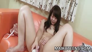 Teen Japanese babe gets her pussy some cock