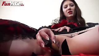 Sarah Dark Breaking in the new dildo