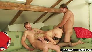 Mature babe with hot pussy screwed