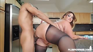 Fat girl in ripped pantyhose fucked